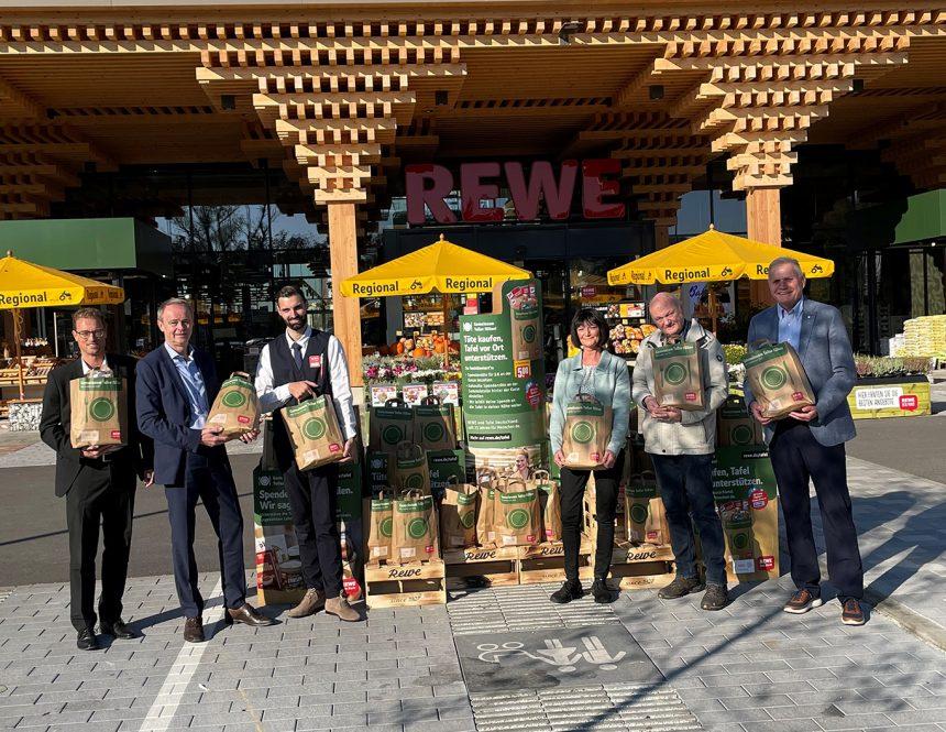 """Oktober 2021; REWE-Aktion """"Gemeinsam Teller füllen"""" startet in Wiesbaden"""