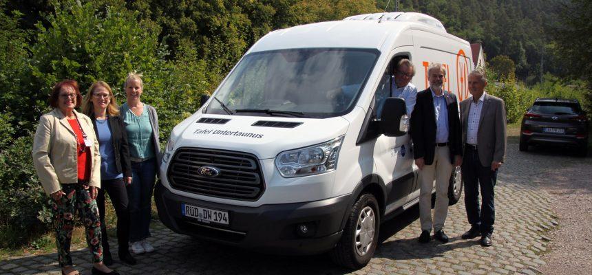 Neues Kühlfahrzeug an Tafeln Untertaunus übergeben